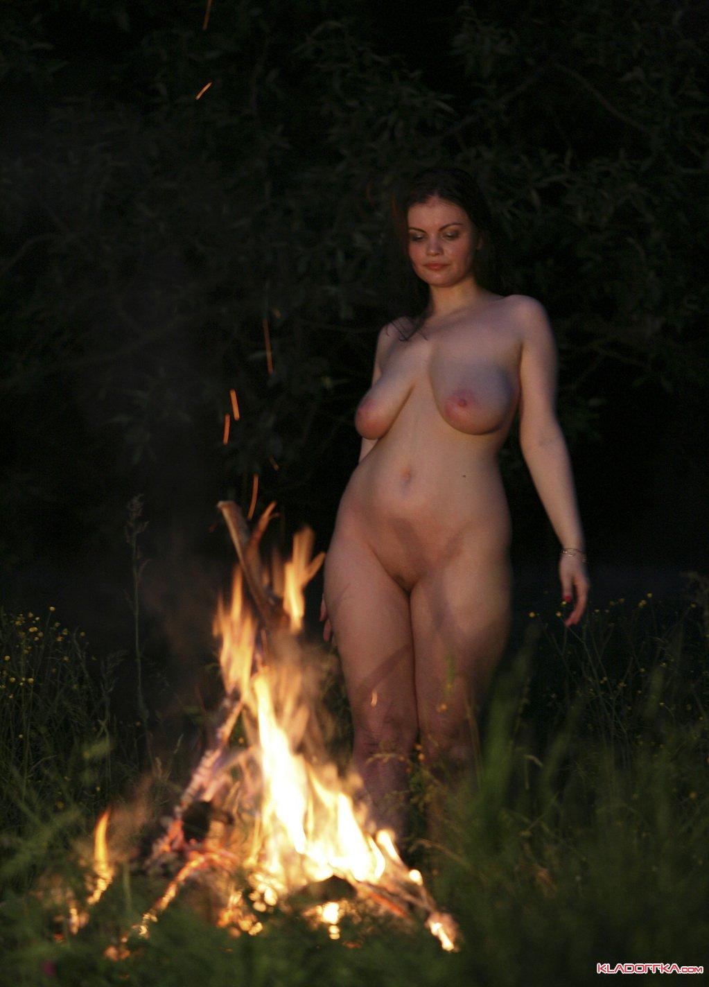 Танцующие голые девченки 19 фотография