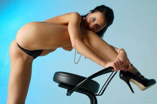 Стриптиз на стуле