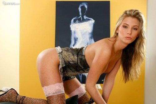 Сексуальная художница Denisa