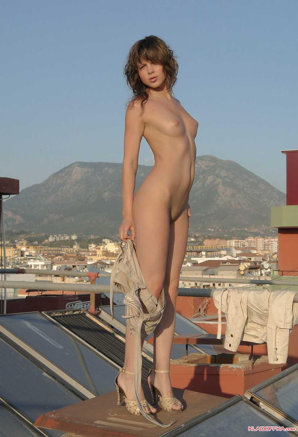 На крыше с девушкой секс