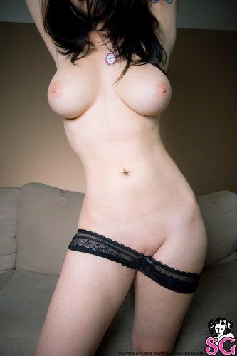 Голубоглазая суперсексуальная девушка с пухлыми губками