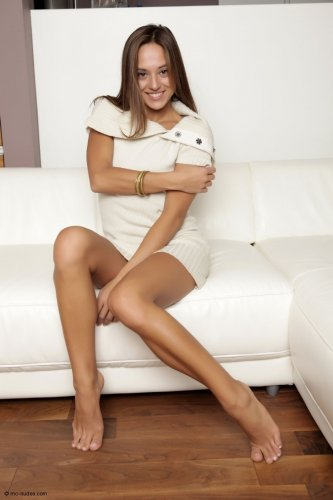 Dominika в белой кофточке