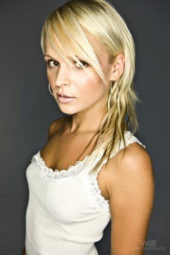 Casting Jessica Bee