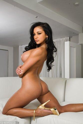 Бомбическая голая тёлка Audrey Bitoni с большой силиконовой грудью
