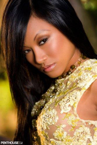 Известная филиппинская модель CJ Miles обнажённая для журнала Penthouse