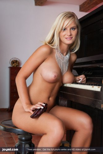 Miela и уроки музыки