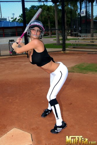 Бейсболистка Molly Cavalli
