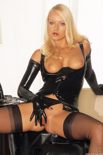 Jana Cova in latex & devices