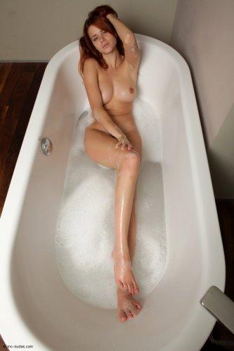 Kami принимает ванну