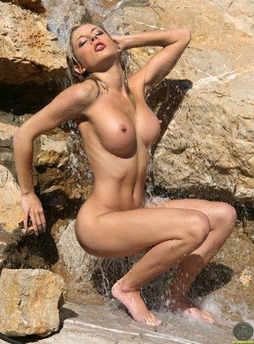 Tindra у водопада