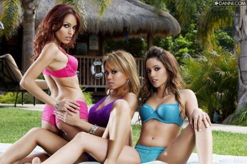 Carla Maria, Melanie Rios, Valerie Rios - Garden nymphos