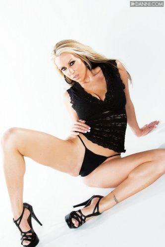 Эротичная дама Carolyn Reese с сексуальной фигурой на откровенных фото