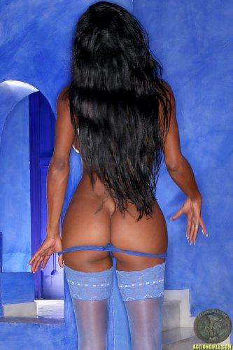 Tyra Lex in blue