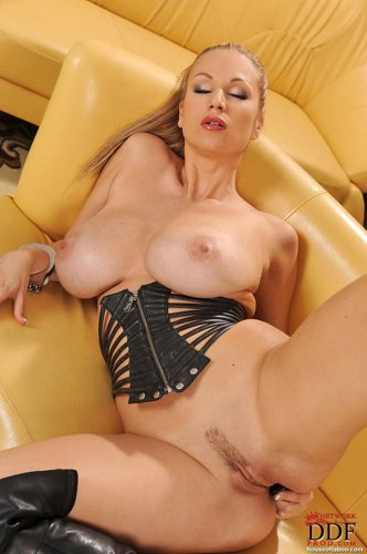 Carol Goldnerova и её нальный хвостик