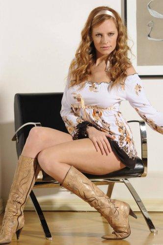 Carmen Gemini на кресле
