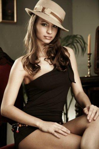 Веолета - Красотка в шляпе
