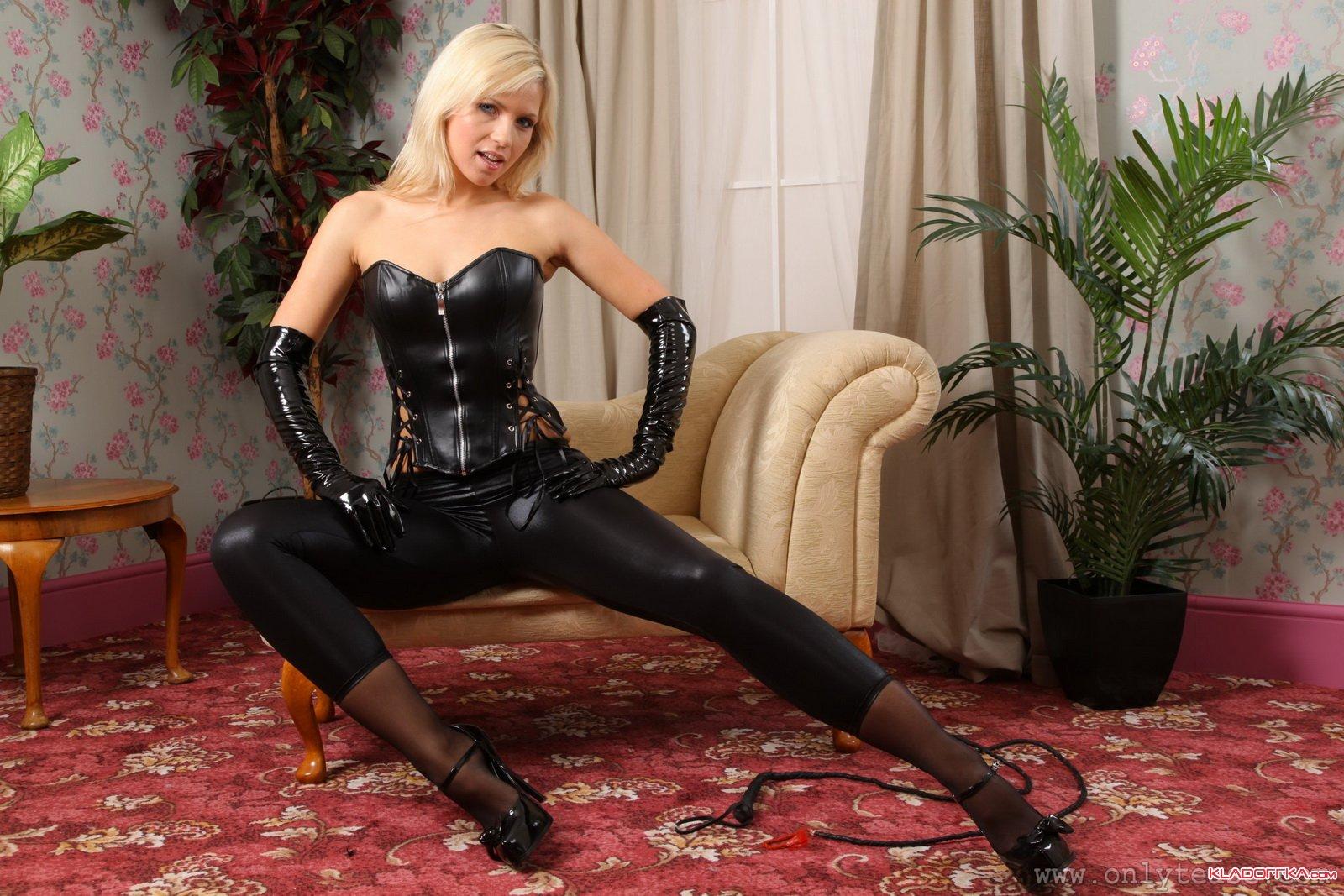 Страпон госпожа латекс высокие каблуки 25 фотография
