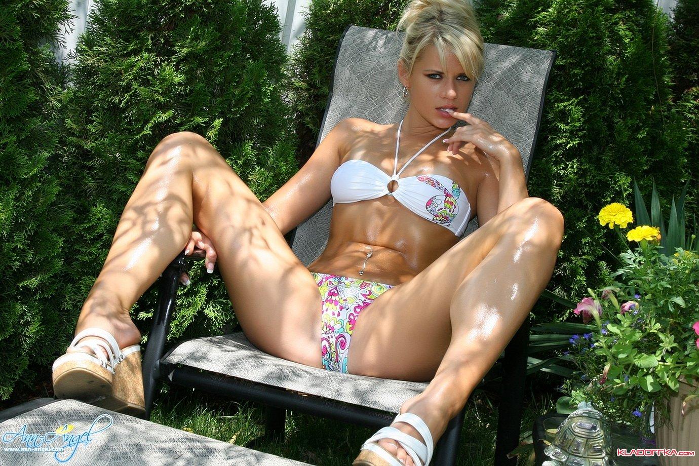 Телочка с большой жопой принимает в душ и ее 19 фотография