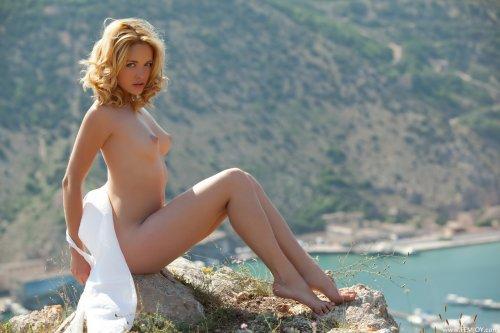 Alissa White - La Riviera