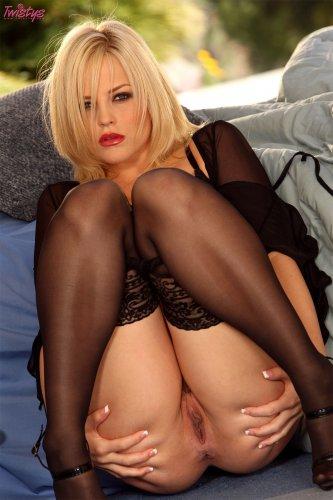 Дерзкая блондинка Alexis Texas в эротическом белье и чулках для Twistys
