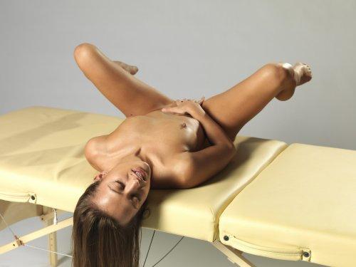 Dominika мастурбирует