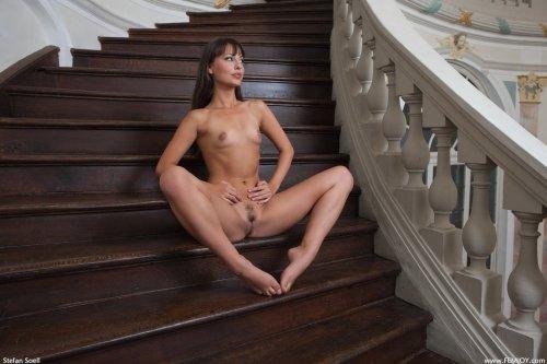 Lorena на лестнице