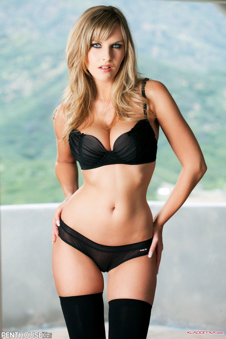 Грудь женщины, голые теле модели