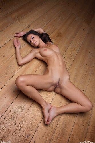 Melisa занялась интимной йогой