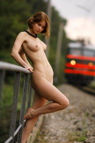 Света развлекается на железной дороге