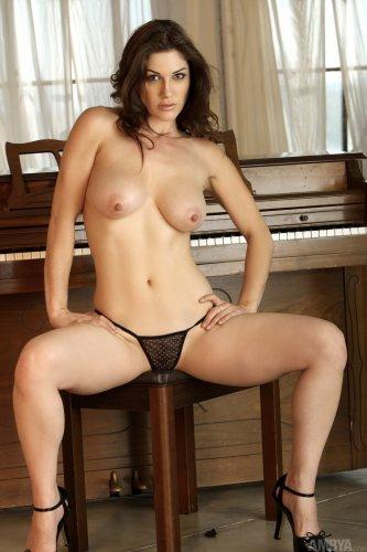 Развратная пианистка Kymberly