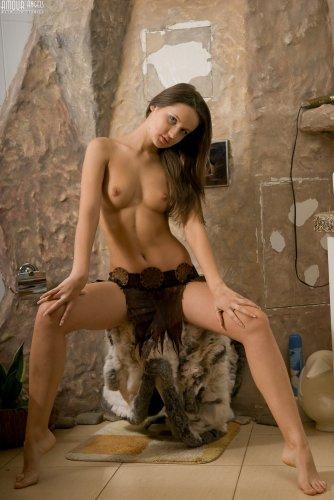 Длинноногая девушка Таня
