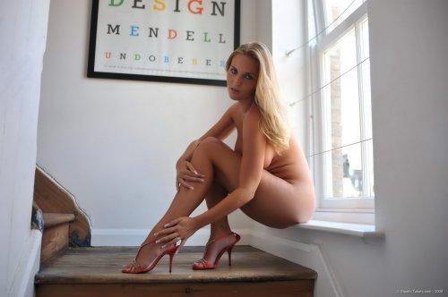 Нагая блондинка Marketa Pechova aka Chikita с аппетитными сиськами