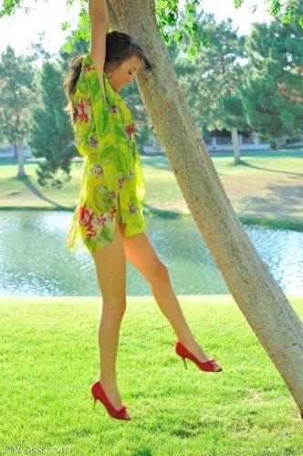 Malena Morgan развлекается в парке