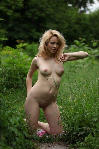 Alissa White в лесочке