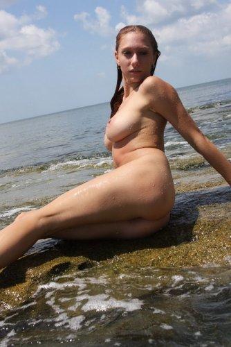 Аллочка на море