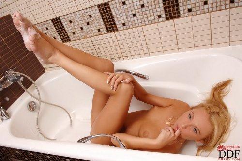 Ivana Sugar устроила водные процедуры