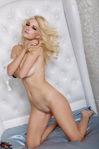 Блондинка Danielle Trixie в соблазнительном белье