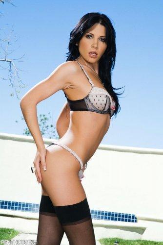 Rebecca Linares в сексуальных позах