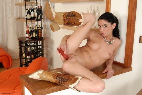 Fiona в ковбойских сапогах