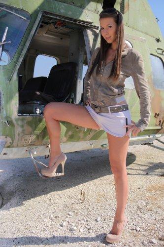 Голый десантник Lizzie Ryan