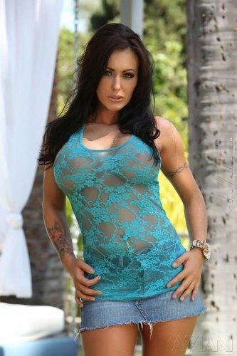 Пухленькая порноактриса Jenna Presley с огромными силиконовыми сисяндрами
