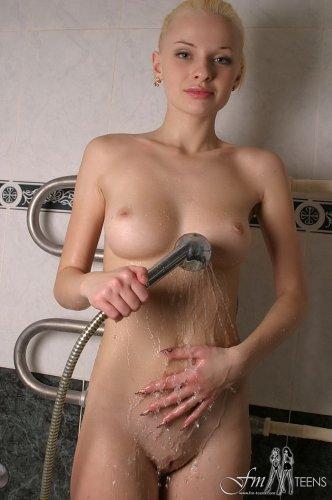 Анна принимает ванну