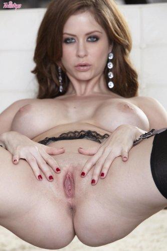 ��������� Emily Addison