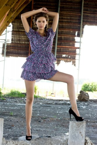 Ирина - туфли на голой девушке
