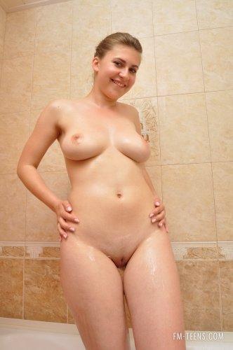 Ольга принимает ванну