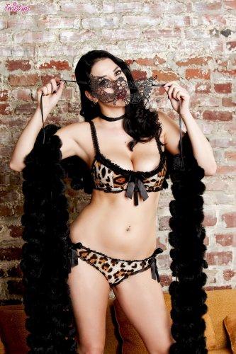 Сексуальный маскарад от Jelena Jensen