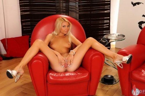 Очаровательная Lea Tyron