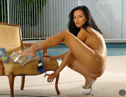 Lucia Tovar на винтажном кресле