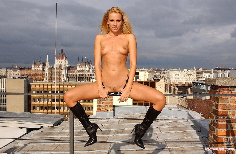 Sandy голышом на крыше » Красивые эротические фото, голые девушки ...