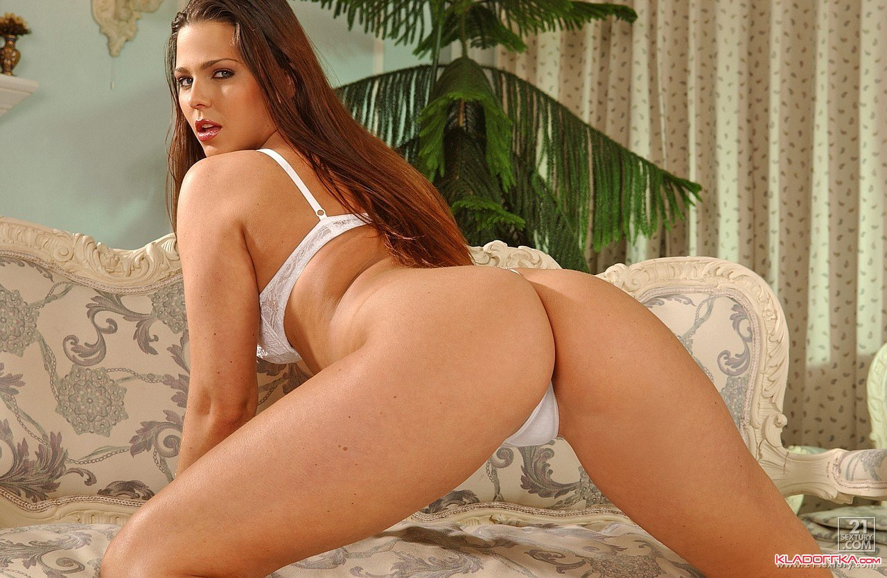 Обнаженная порно звезда Simony Diamond смотреть онлайн 3 фото